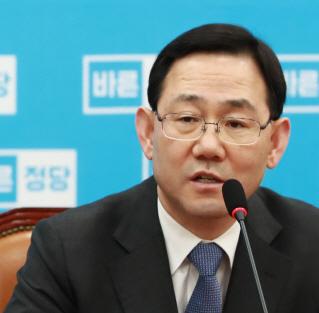 주호영 `박근혜, 알고 있는 모든 것 검찰에 밝혀야`