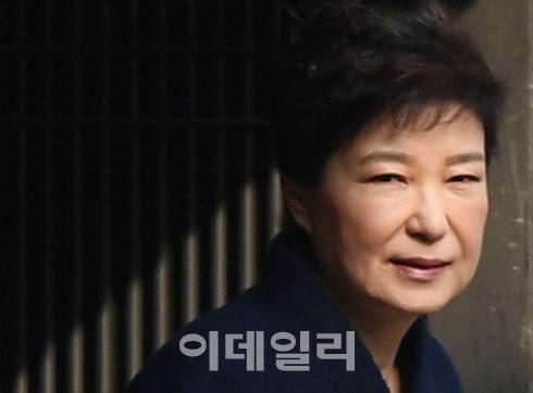 [포토]박근혜 전 대통령, `검찰 조사 위해 자택 출발`