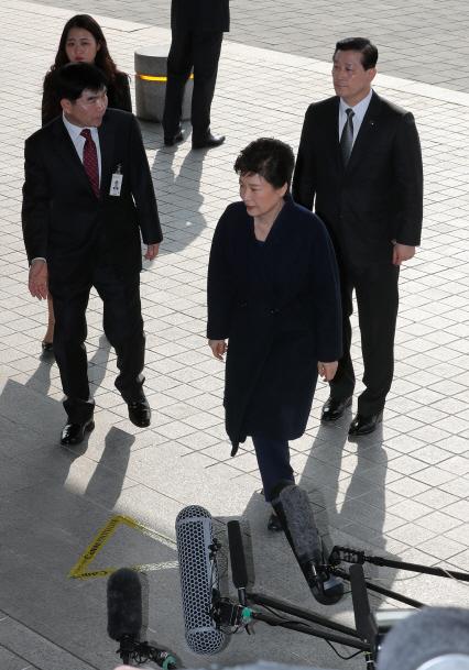 박근혜 전 대통령 `국민께 송구, 조사에 성실히 임하겠다`(상보)