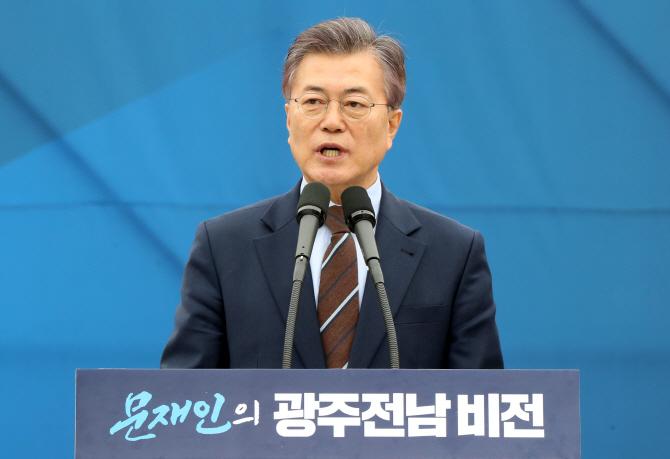 """신동욱 """"문재인 아들, 최순실 딸과 오십보백보"""""""