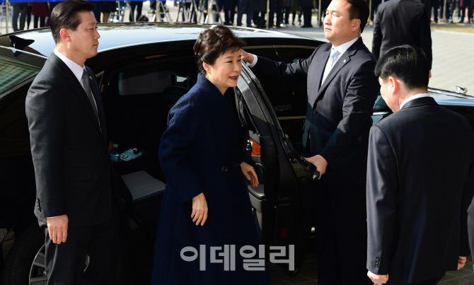 [포토]검찰 도착한 박 전 대통령