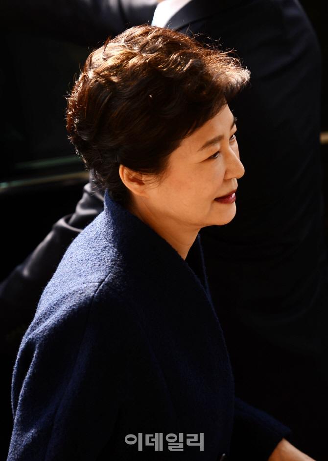 [포토]조사 받으러 검찰 향하는 박 전 대통령