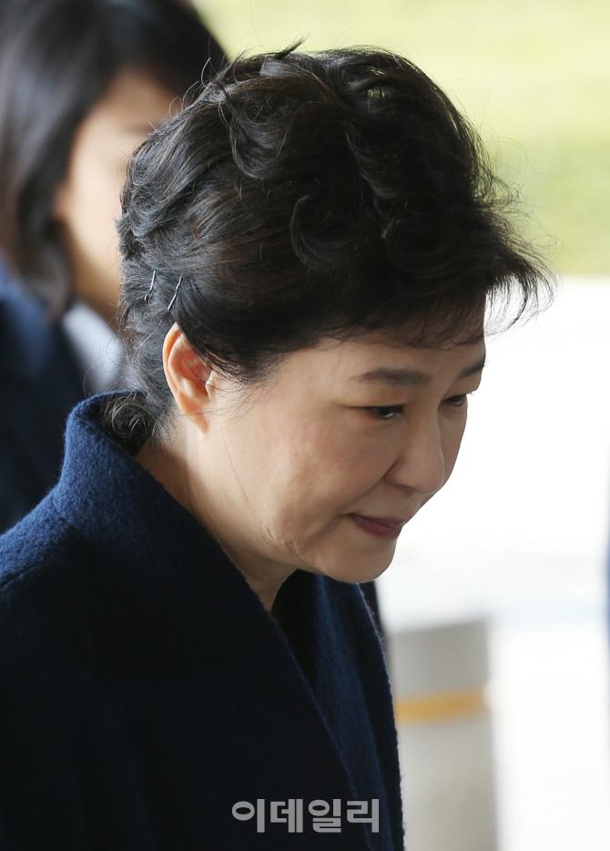 [포토]박근혜 전 대통령 `응시`