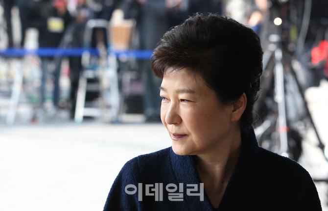 [포토]박근혜 전 대통령 `복잡한 표정`