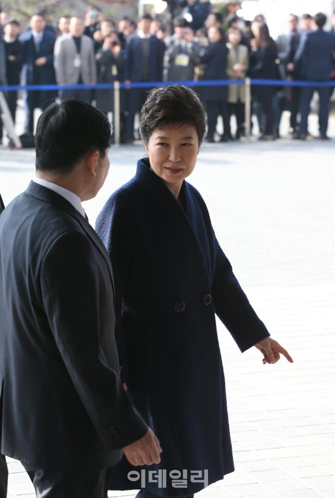 [포토]박근혜 전 대통령 `이쪽인가요`