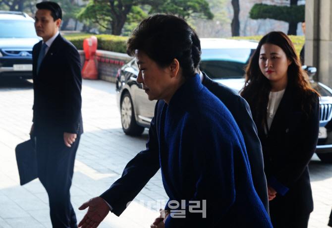 [포토]조사실 향하는 박근혜 전 대통령