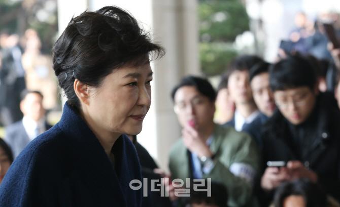 [포토]박근혜 전 대통령 `어두운 표정`