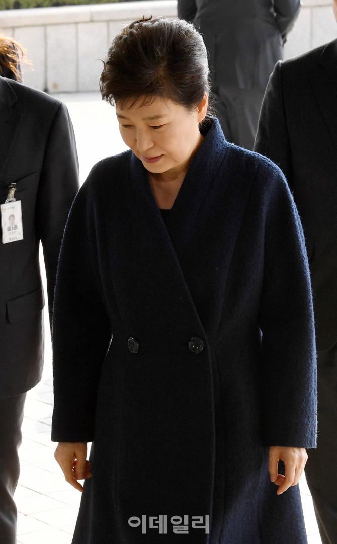 [포토]`피의자` 박근혜, 포토라인에 서다