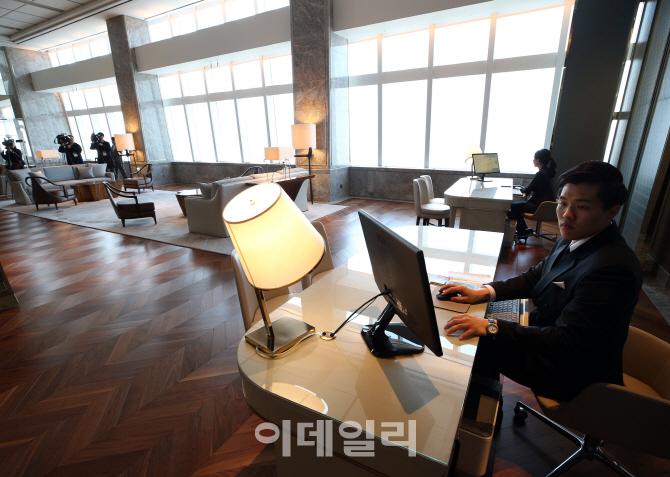 [포토]롯데월드타워 시그니엘 서울, `여러분 곁에 있습니다`