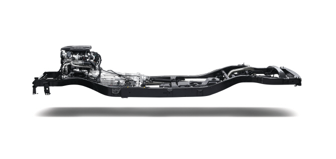 쌍용차 야심작 'Y400', 국내 최초 쿼드 프레임 적용 SUV