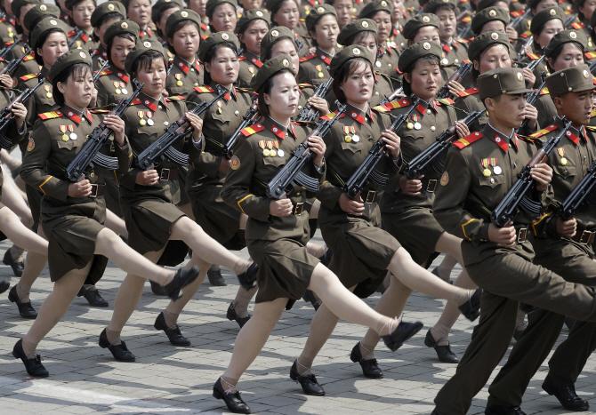 북한, 대규모 열병식 진행