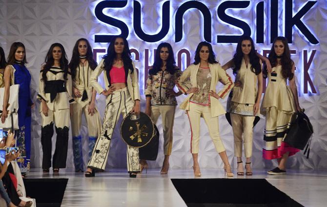 파키스탄 선실크 패션위크 개최…디자이너 브랜드 대거 참여