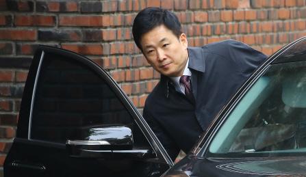 삼성 뇌물죄 등 혐의만 18개…朴 와해된 변호인단 재건하나