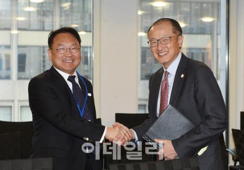 유일호, 김용 세계은행 총재 면담..`한국사무소 강화`
