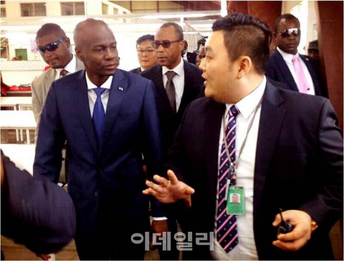 [포토] 아이티 한세실업 찾은 모이즈 신임 대통령