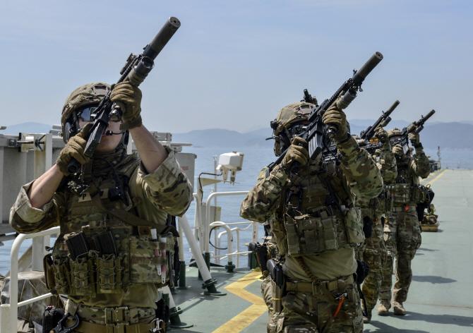 [포토]파병 앞둔 청해부대 대원들의 실전 같은 훈련