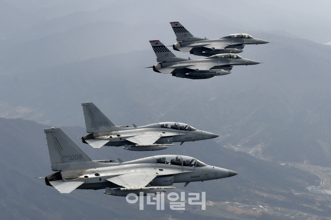 [포토]한·미 공군 사령관, 전투기 나눠타고 지휘비행
