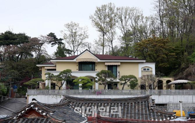 [포토]뒷산이 있는 박근혜 전 대통령 새 자택