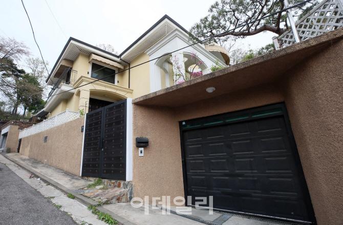 [포토]적막한 박근혜 전 대통령 새 자택