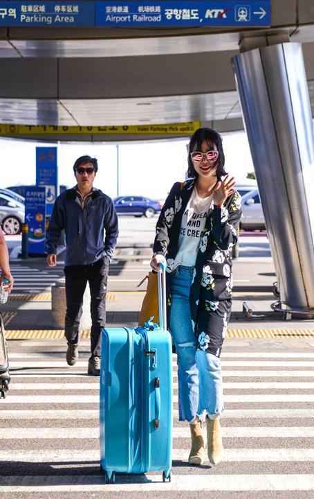 루나·허영지, 선글라스로 포인트 준 공항패션 화제