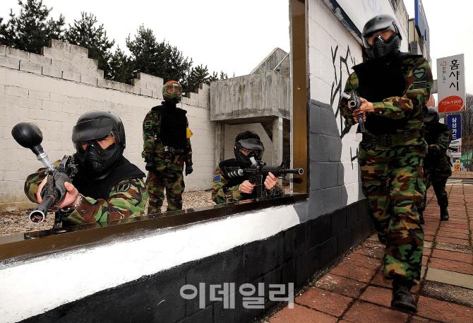 [김관용의 軍界一學]대학생은 8시간, 고졸은 36시간…이상한 예비군 훈련 기준