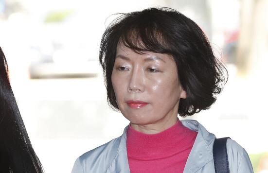 `출판계 미다스손` 박은주 前 김영사 대표, 74억대 비리 구속기소