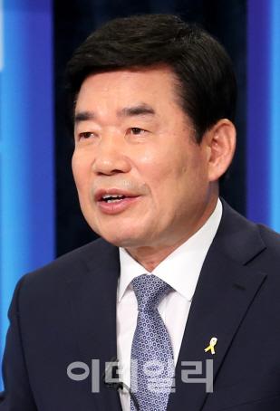 [단독인터뷰]김진표 `내달 30일께 文 5개년 국정계획 발표`(종합)