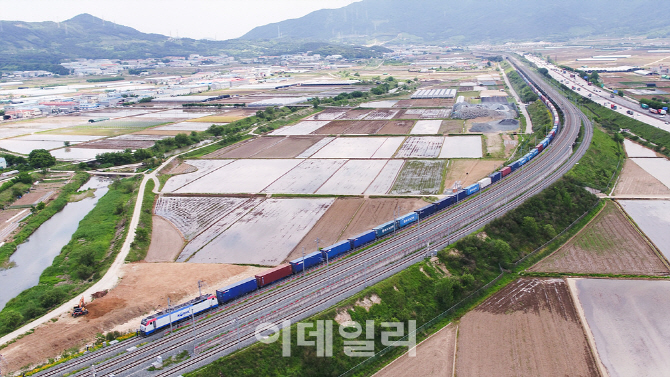 코레일, 1.2km 국내 최장 화물열차 시험운행 성공