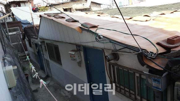 `서울로` 개장에 뿔난 서계·청파동 주민들 `집 쓰러지는데 왠 재생`