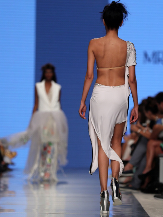 [포토]아랍 패션위크, `뒤태에 깜짝`