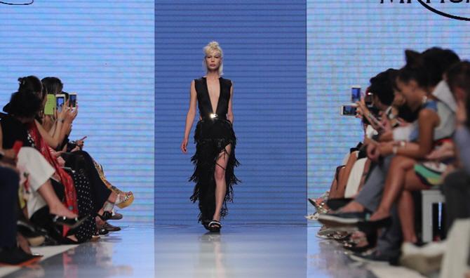 [포토]아랍 패션위크, `모두가 찰칵`