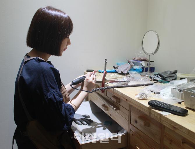 [인터뷰] `주얼리 연금술사` 1064 스튜디오 노소담 디자이너의 기대되는 행보