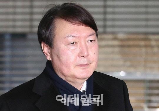 檢개혁 드라이브·崔게이트 재수사..文, 윤석열로 `두마리 토끼` 사냥