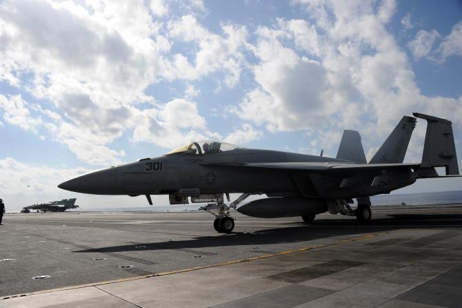 미군 전투기, 시리아 정부 군용기 격추 `진실공방`