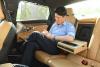 [포토] 볼보 S90 D4의 엔진룸을 살펴보는 강상구 변호사