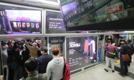 [단독]서울시, 점포·상업광고 없는 지하철역 만든다