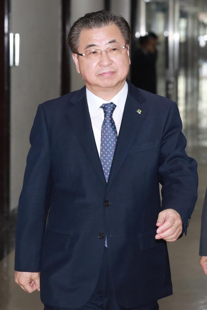 국정원 `댓글` 등 정치개입 의혹 조사 착수..서훈 `팔 잘릴 수도`