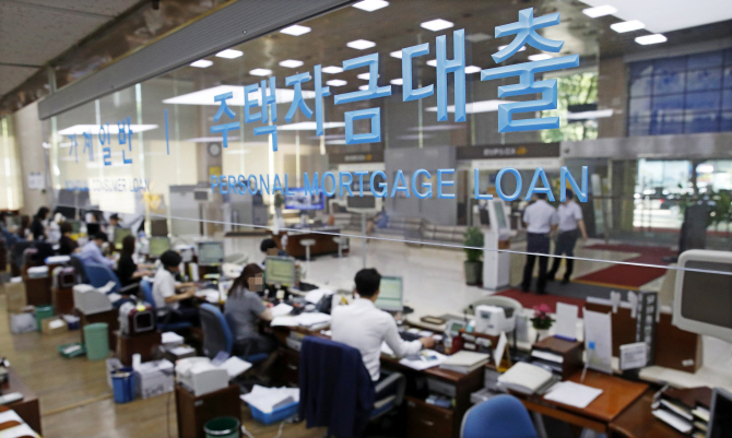 `대출액 줄어드나요?`…청약조정지역 은행에 문의 빗발쳐