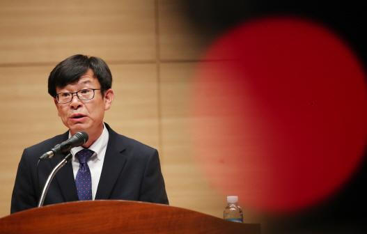 김상조 `칼집`만 들썩거렸는데…바짝 엎드린 기업들