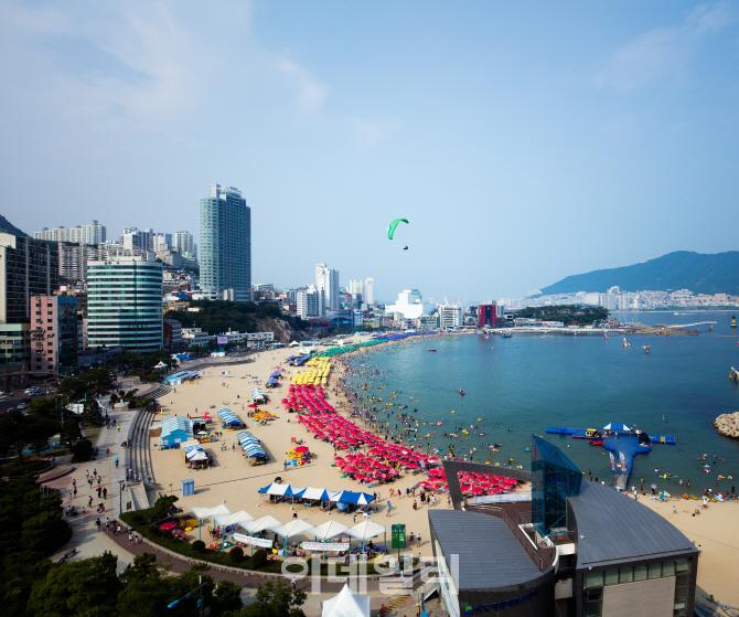 """""""올 여름, 부산 송도에서 해양 판타지를 경험해 보세요"""""""