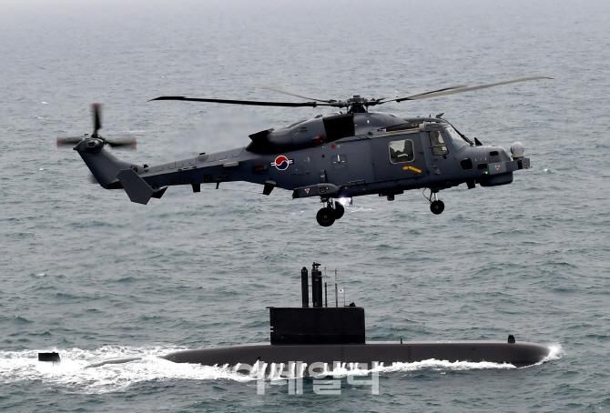 北 잠수함 킬러 `와일드캣` 해상작전헬기 8대 실전배치