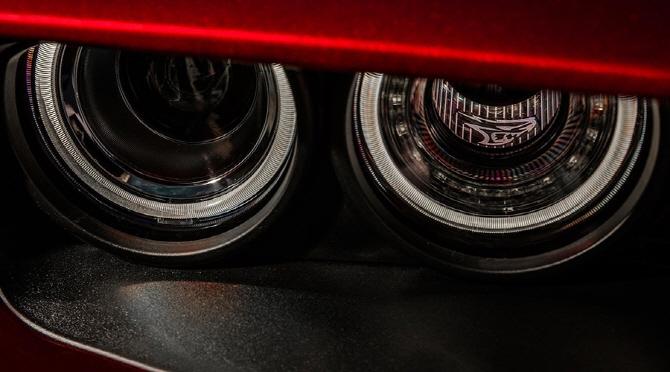 [포토] 더 많은 산소를 위한 닷지 2018 챌린저 SRT 헬캣 와이드 바디의 헤드라이트