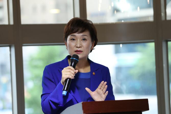 김현미 국토부 장관 `여름휴가 꼭 다녀와라` 직원들에 당부