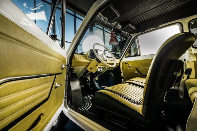 헐리우드 스타 톰 행크스, 피아트 126p 구매로 자선 사업 참여