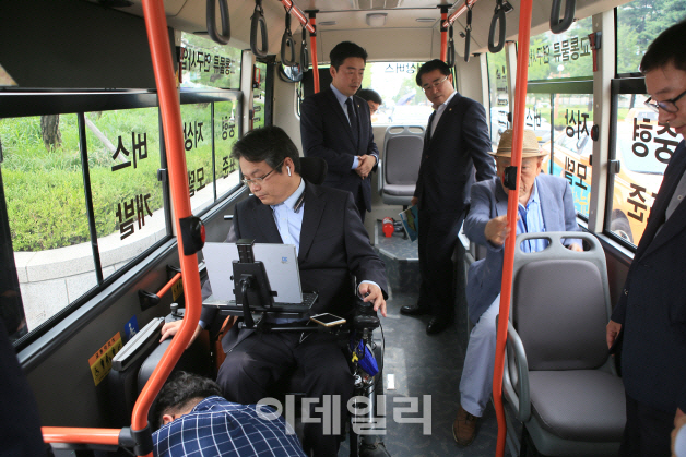 교통약자 이동권 보장 `중형저상버스` 시범운행.. 보급 활성화 모색