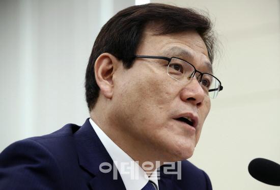 """최종구 """"3년내 법정 최고금리 24%까지 인하 추진"""""""