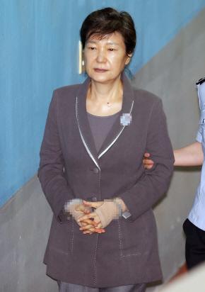 이재용 재판 `증인` 박근혜 구인장 발부…강제집행 여부 관심