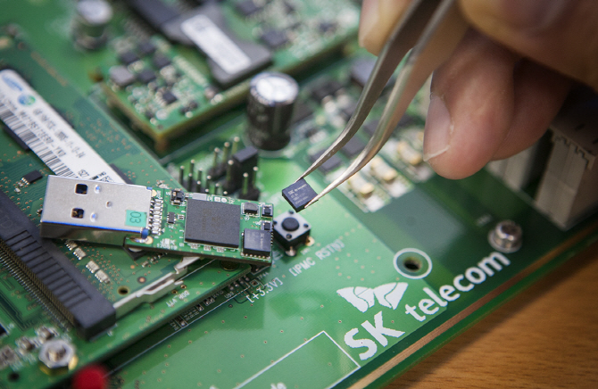 SK텔레콤, 세계에서 가장 작은 '양자난수생성 칩' 개발 성공..4차 산업혁명 대비