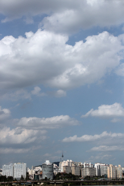 모처럼 파란 하늘