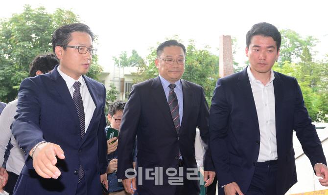 `공관병 갑질` 박찬주 대장, 보직 이동으로 전역 연기…軍 수사 연장